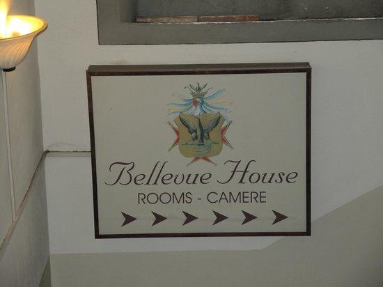 Bellevue House: Подъезд отеля