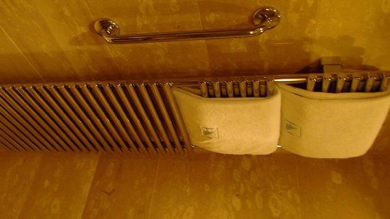 Eurostars Berlin Hotel: aquecedor do banheiro para toalhas