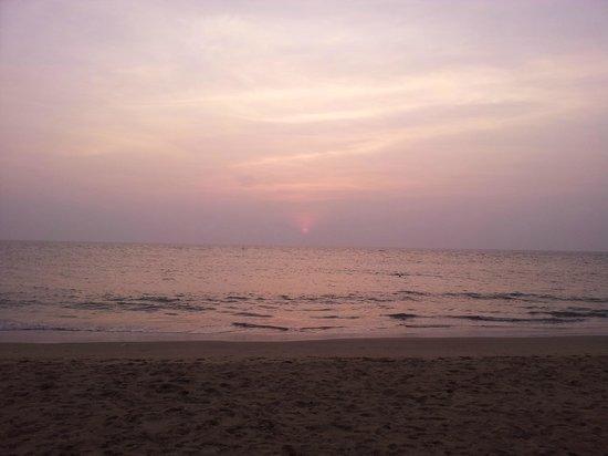The LaLiT Golf & Spa Resort Goa: закат
