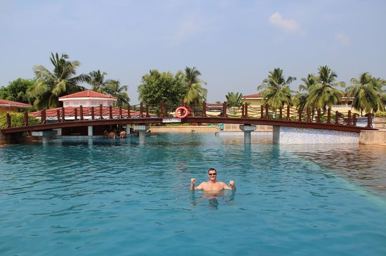 The LaLiT Golf & Spa Resort Goa : бассейн