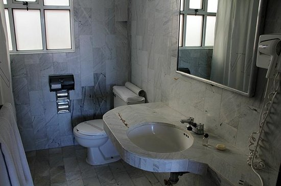 Hotel Marques del Valle: Bathroom.