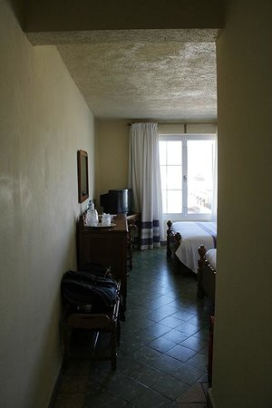 Hotel Marques del Valle: Room from the entrance.