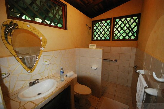Laguna Lodge Tortuguero: Bathroom