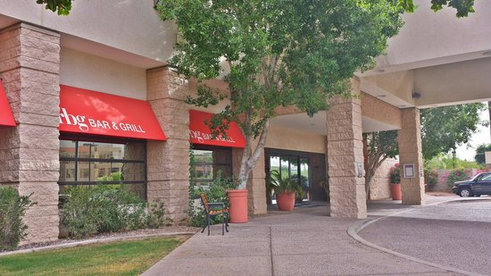 Radisson Hotel Phoenix Airport : Radisson and the rbg bar & grill.