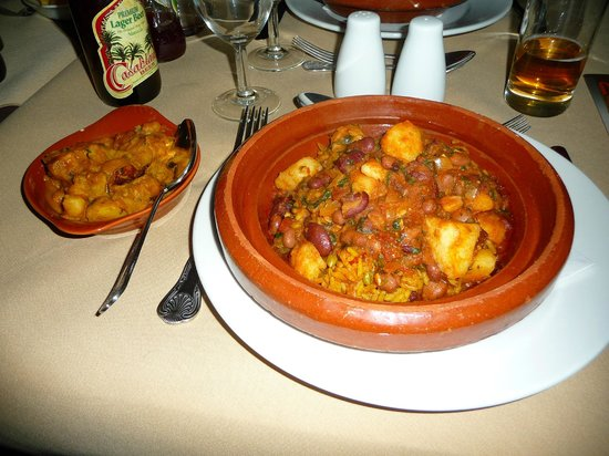Marrakesh Restaurant: Spiced bean tagine on bed of rise with curried potatoes