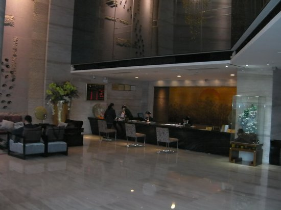 Yancheng Hotel: Inside reception area