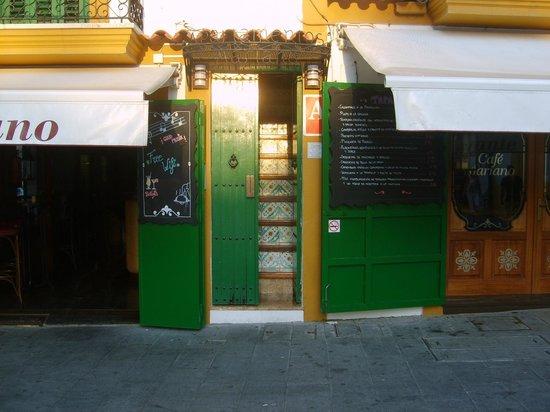 Mariano Apartamentos: Vor der Tür, reger Handel nicht abgebildet