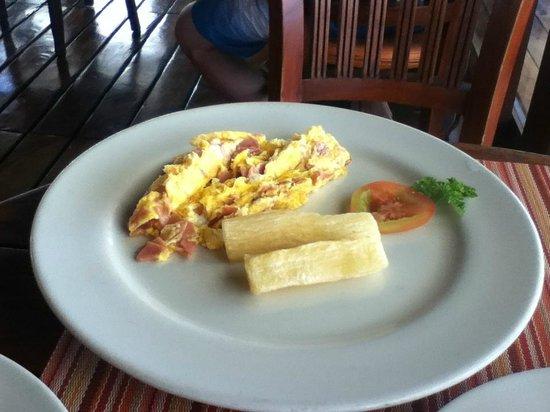 Decameron Boutique Los Delfines: Breakfast
