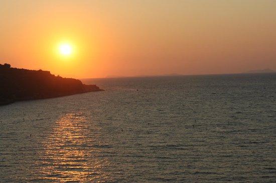 Residence Casale Nunziatina : sunset over Sorrento