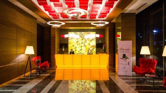 Rescate Hotel Asia: Reception
