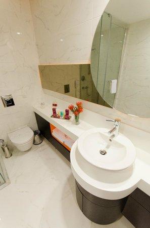 Rescate Hotel Asia: Bathroom