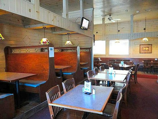 Rick's Restaurant & Sports Bar : dining area