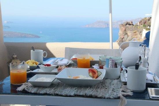 Iconic Santorini, a boutique cave hotel: Завртак