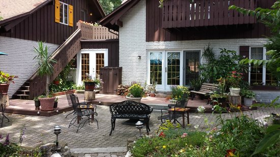 Swiss Woods: patio with fire pit off lobby