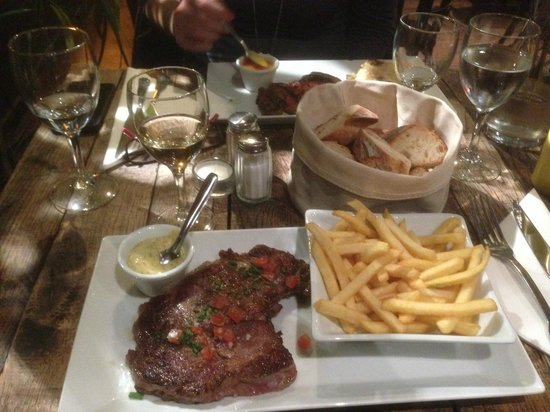Le Pachyderme: Steak and french fries, duck with orange sauce