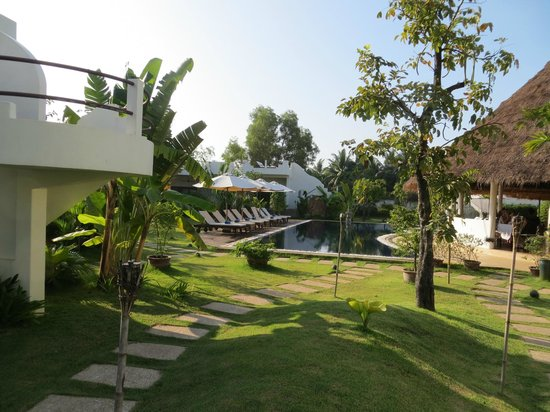 Navutu Dreams Resort & Wellness Retreat: Lovely landscape with fruit & flower plants