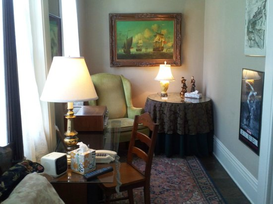 Clifford House Bed and Breakfast: Withington Room w/queen bed, shared bath