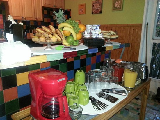 Calypso Inn: Light Contenintal Breakfast served daily.