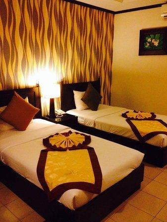 Royal Peninsula Hotel Chiang Mai : Connecting room (twin)