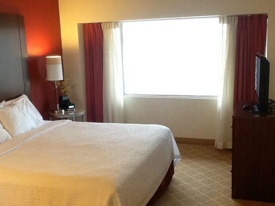 Residence Inn Seattle Downtown/Lake Union: Bedroom w King bed
