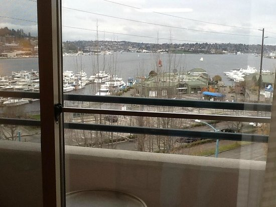 Residence Inn Seattle Downtown/Lake Union: View from living room area and balcony