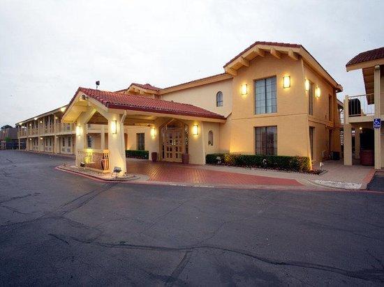 Motel 6 Grand Prairie - Interstate 30 : Exterior