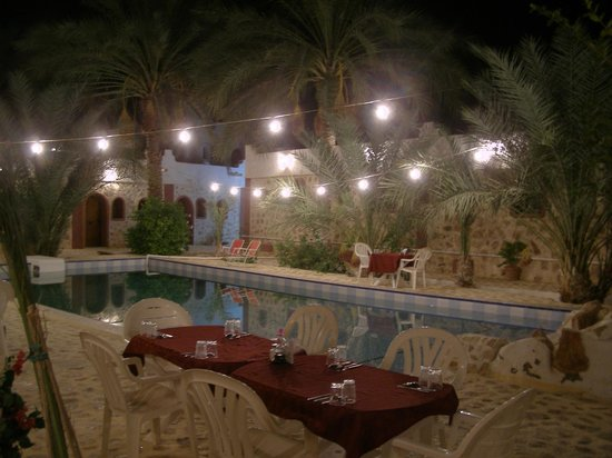 Residence des Deux Tours: The restaurant is around the pool.