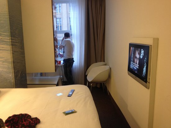 Ibis Styles Amsterdam Central Station: Room 304 small but clean & cozy