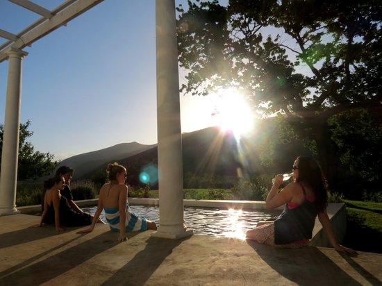 Die Laaitjie: Sun downers round the pool