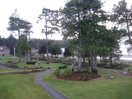 BEST WESTERN Tin Wis Resort: grounds looking south