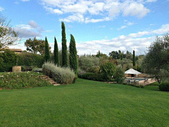 Tenuta Santo Pietro : View towards pool area