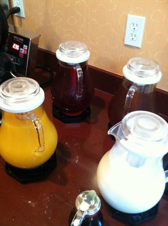 Mariposa Inn and Suites: Drinks are on us