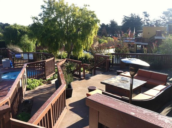 Mariposa Inn and Suites: Outdoor seating