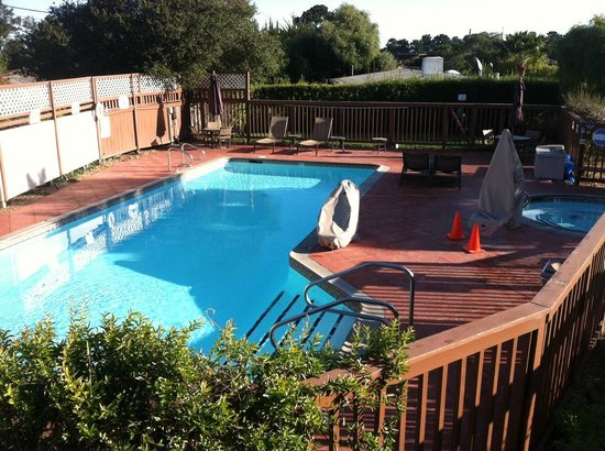 Mariposa Inn and Suites: Pool area