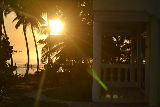 Beachcomber at Las Canas : sunrise from hotel