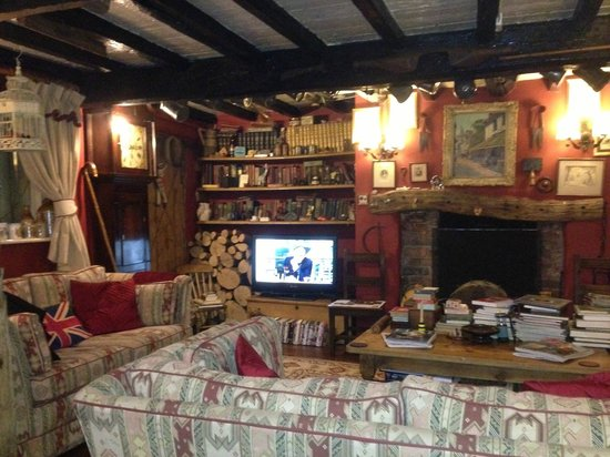 Wizards Thatch at Alderley Edge: Cozy lounge