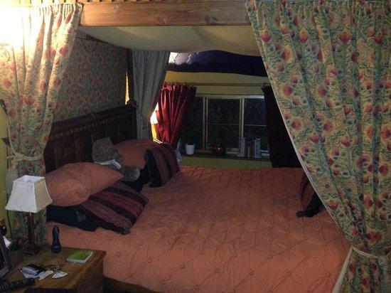 Wizards Thatch at Alderley Edge: Upstairs bedroom