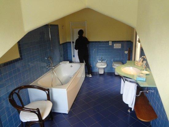 Hotel La Darsena: baño