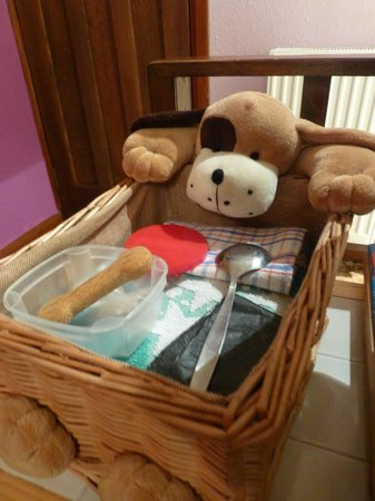 Beech Hill House: Little doggy basket for your furry friend