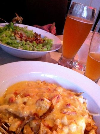 Friends Restaurant & Lounge: Lobster Poutine and Blonde Ale