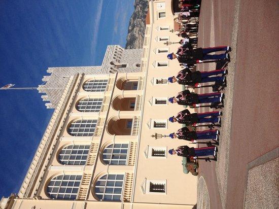 Monaco-Ville, Monako: La relève de la garde au Palais de Monaco un petit spectacle !