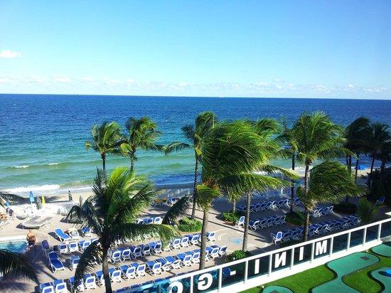 Ocean Sky Hotel & Resort : Directly on the beach