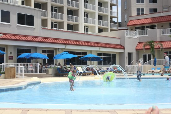 Hilton Pensacola Beach: Pool area