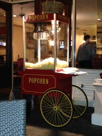 Embassy Suites by Hilton Hotel San Rafael - Marin County / Conference Center: Popcorn Machine at Managers Reception