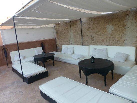Riad Dar Nimbus: salon extérieur sur terasse