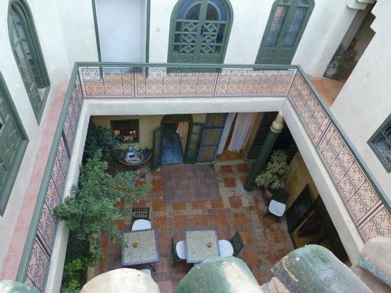 Riad Dar Nimbus : interieur riad vu d'une terrasse