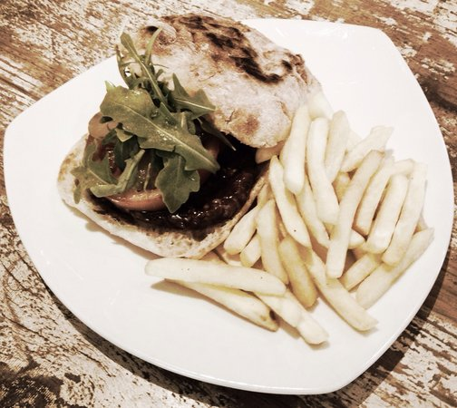 Deli Delish: Delish burger & chips