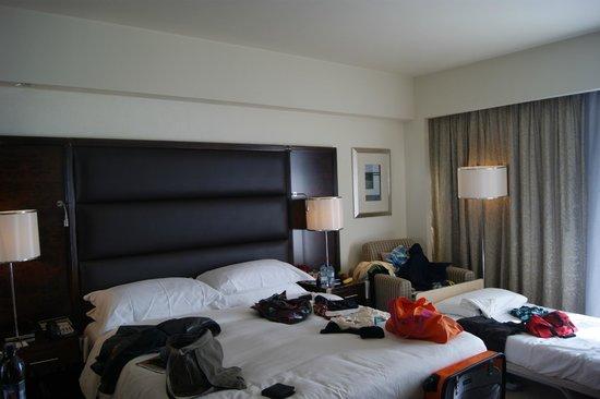 InterContinental Abu Dhabi: das gute  Bett-etwas wüst-