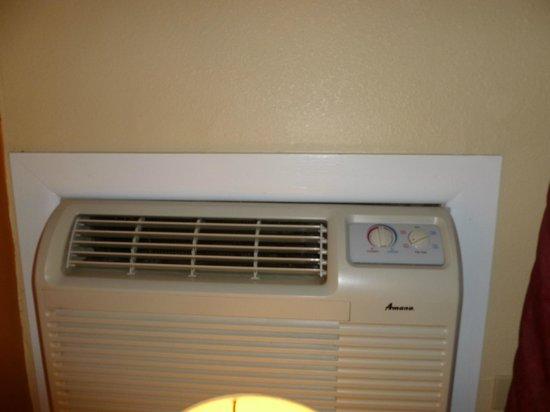 Days Inn Henrietta/Rochester Area: Air Conditioner/Heating Wall Unit
