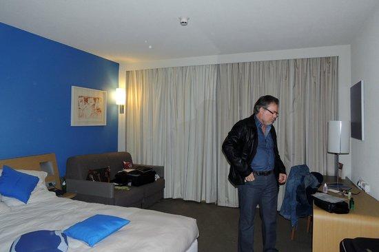 Novotel Lisboa: apartamento com pequena saleta de trabalho